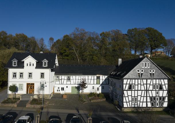 wohn-und-bürogebäude-haus-h-neuerkirch-1